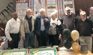 cake serves 500 to 600 people